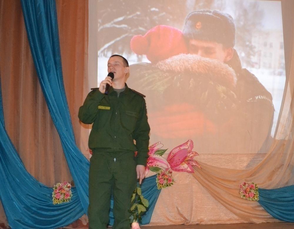 Морозовский гарнизон поздравил всех дам предпраздничным концертом