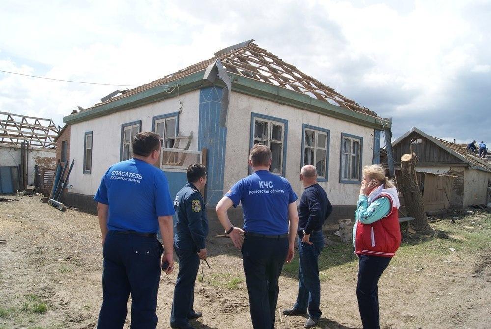 Последствия удара смерча по Ильинскому сельскому поселению ликвидировали спасатели Морозовска