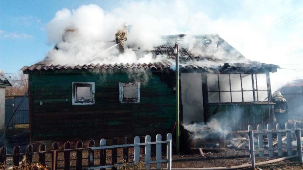 Частный дом сгорел на улице Пламя Революции в Морозовске