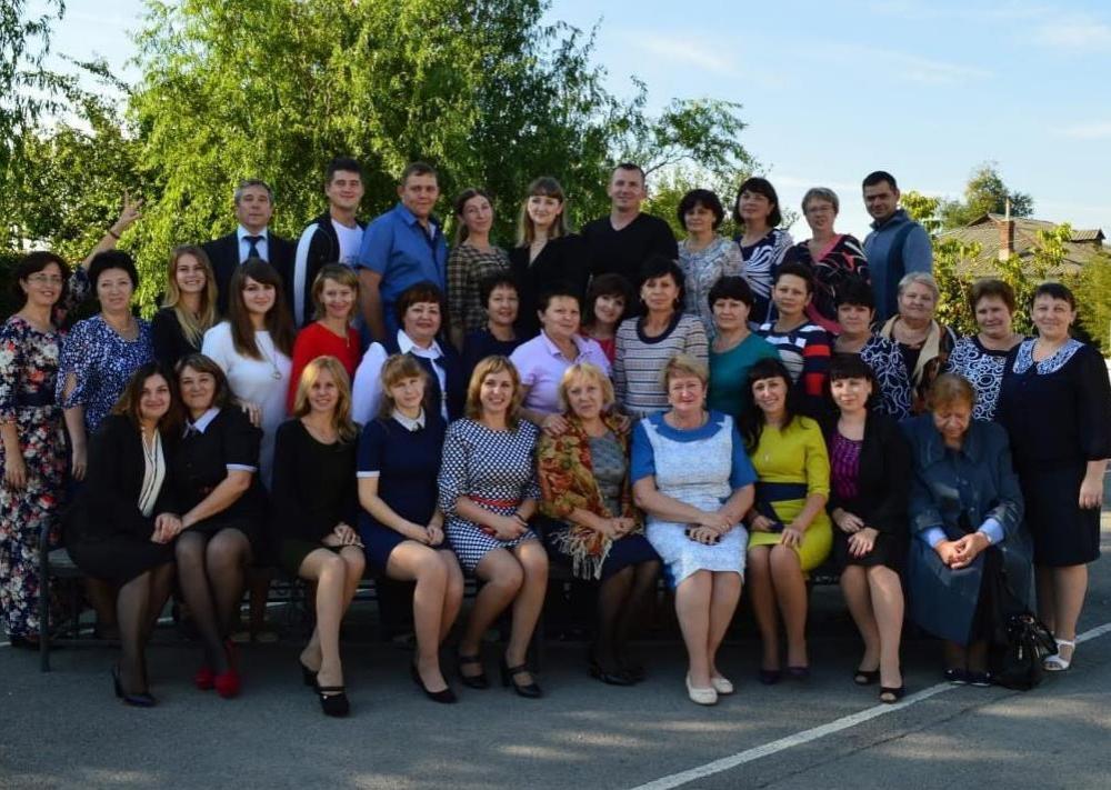 Педагогов шестой школы поздравила Тамта Гурцкая