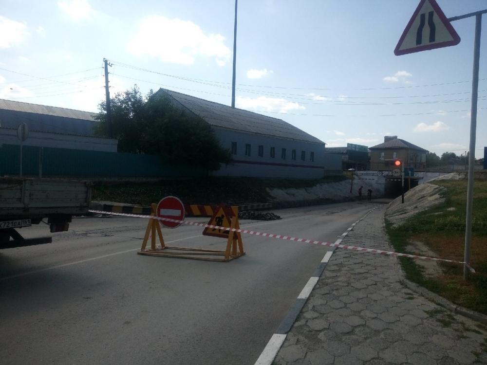 Снова началась перекладка плитки в главном туннеле Морозовска