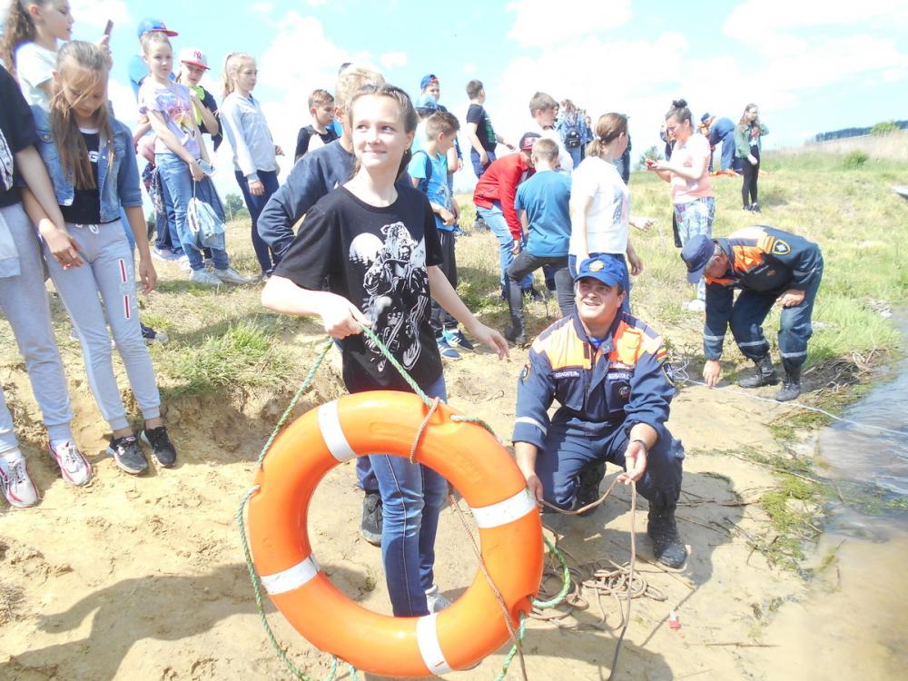 Помните, что вода всегда таит опасность: спасатели провели множество бесед с купальщиками в Ростовской области
