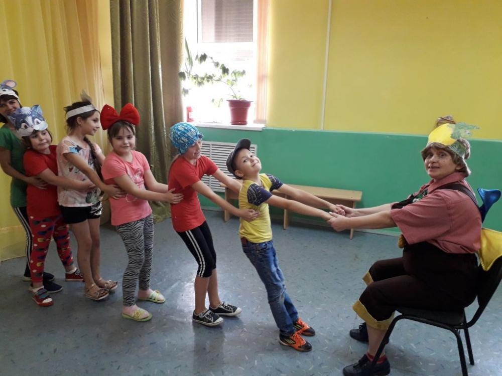 «Витамин Витаминович»: дети в «Спутнике» научили Карлсона правильно питаться