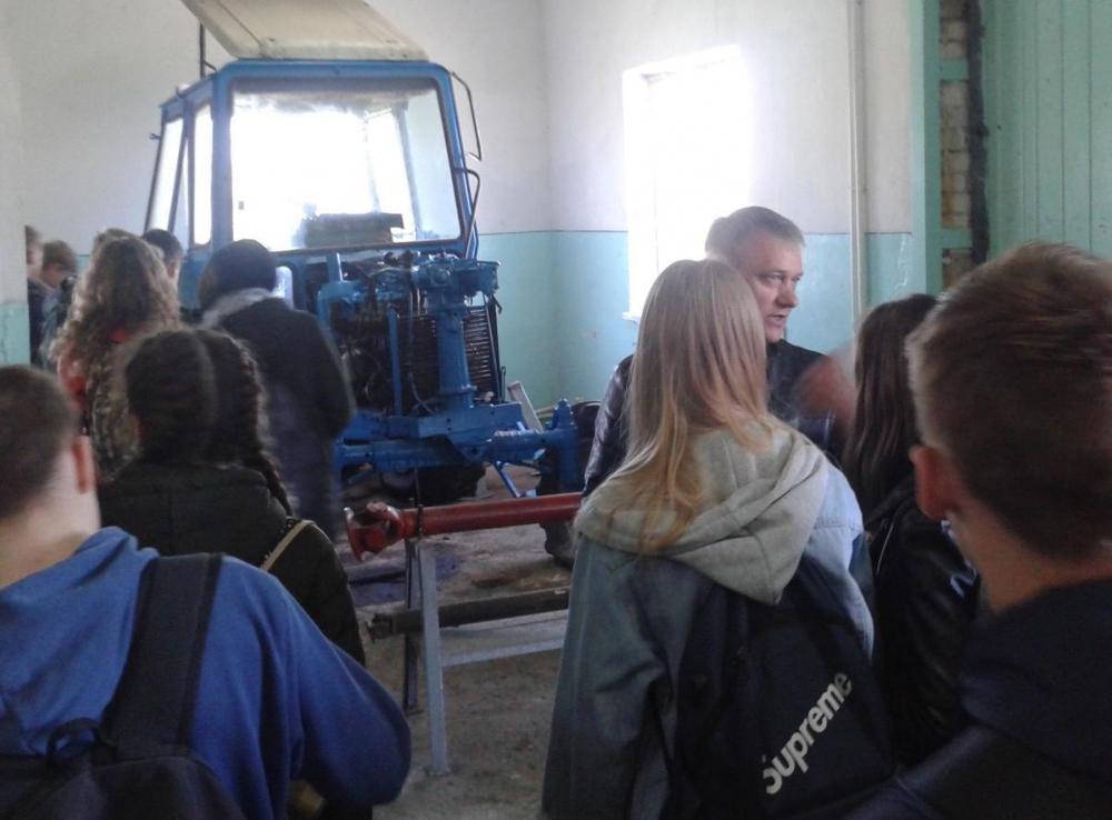 Школьники ехали в Морозовский агропромышленный техникум, а попали в город мастеров