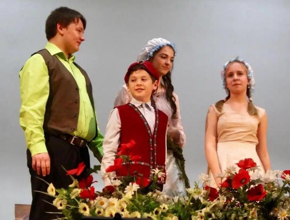 Спектакль «Синяя птица» принес большую победу школьному театру