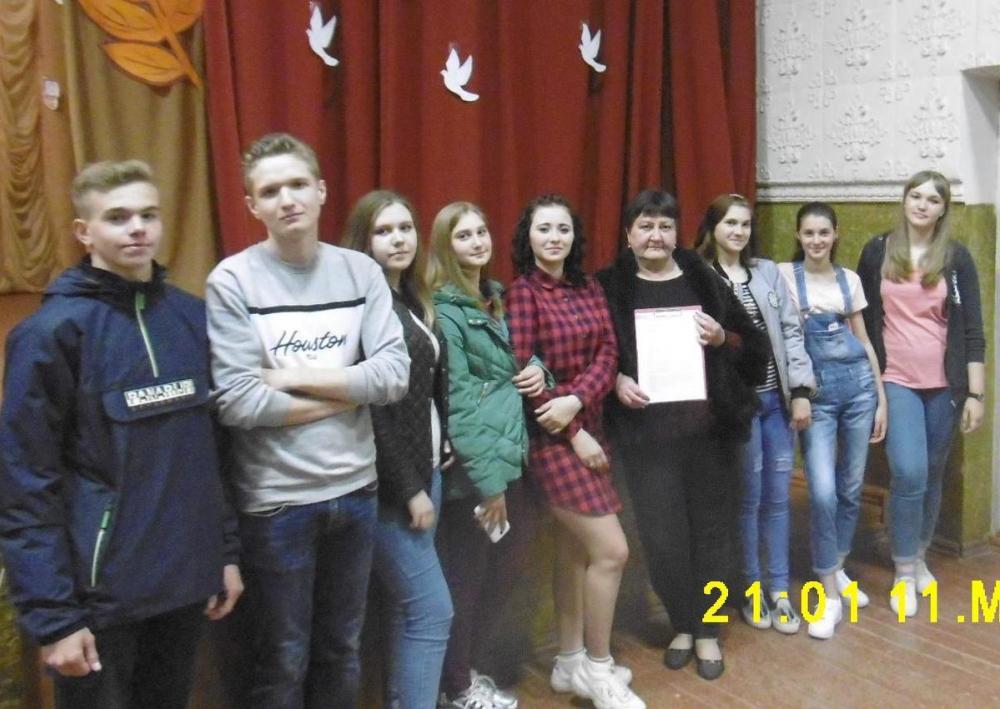 Песню «День победы» в Вольно-Донском СДК подхватили слушатели