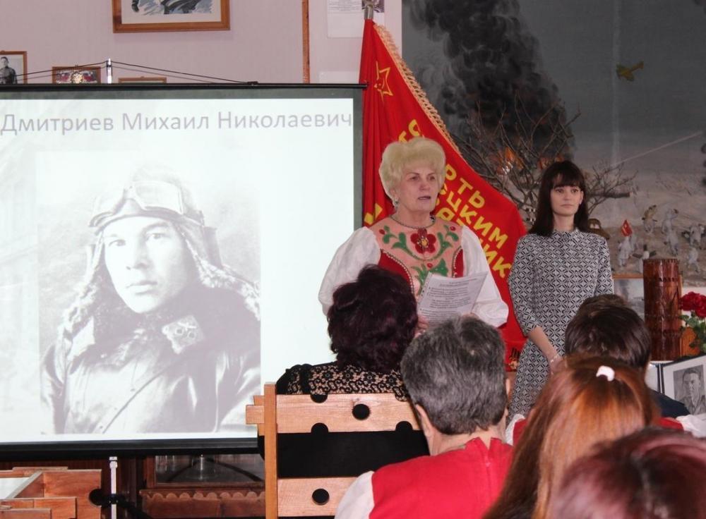 Стихи о Сталинградской битве и подвиге летчика Дмитриева прочли в музее Морозовска