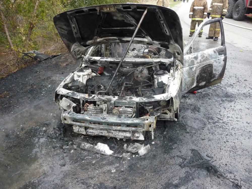 Сильные ожоги получил водитель загоревшегося в хуторе Общий автомобиля