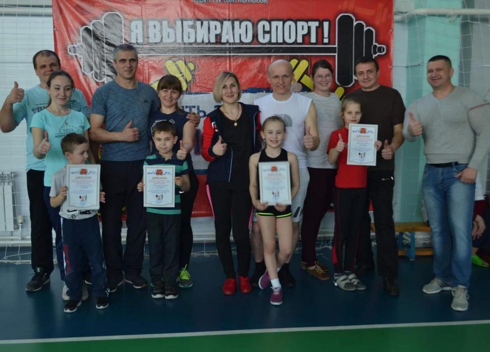 Быстро бегали, высоко прыгали и ловили мячи на спортивном празднике в Морозовске