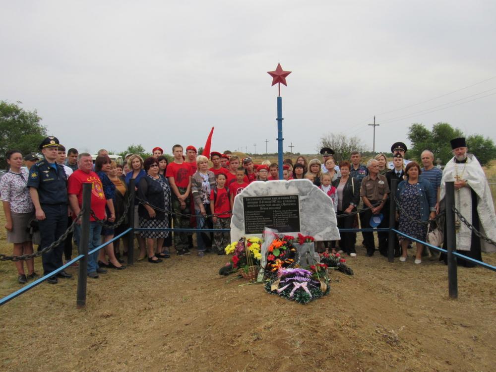 Памятник жертвам войны торжественно открыли в Морозовске