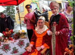 Самым гостеприимным участником ярмарки в Морозовске оказался коллектив казачьей школы №6