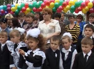 Видео прошлых лет: Сюжет, снятый к 70-летнему юбилею школы №3 в Морозовске сам уже стал историей