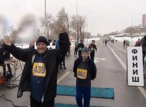 Легкоатлеты из Морозовска приняли участие в традиционном пробеге в честь годовщины победы на Волге