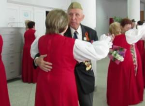 Появилось видео с танцевавшими на День Победы ветеранами в Морозовске