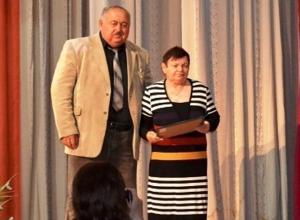 Лучшим медикам Морозовского района вручили грамоты в их профессиональный праздник