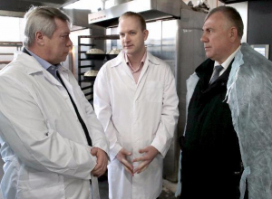 Губернатор Василий Голубев побывал на предприятиях Морозовска и дал рекомендации по улучшению их деятельности