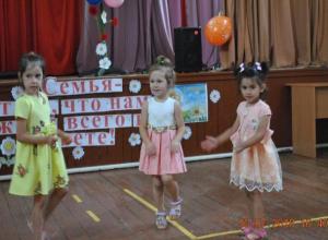 Праздничный концерт «Семья - вот то, что нам важней всего на свете» прошел в Доме культуры хутора Вишневка