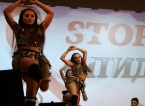 Акцию-концерт подготовила молодежь Морозовска к международному Дню борьбы против СПИДа