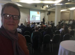 В прямом эфире морозовчане смогут задать вопросы ресторанному критику, эксперту по продвижению ресторанного бизнеса Олегу Назарову