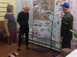 Выставка детского рисунка «Мир без войны» открылась в доме культуры хутора Вишневка