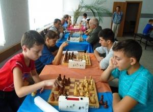 Шахматисты из шести районов сразились на турнире в Морозовске