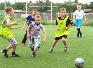 Появилось видео интенсивной тренировки самых маленьких футболистов Морозовска