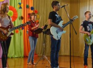 Большим концертом отметили маленькие звезды начало учебного года в Морозовске