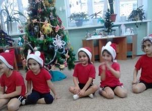 «Новогодние старты» малыши детского сада «Вишенка» прошли в костюмах «Морозиков»