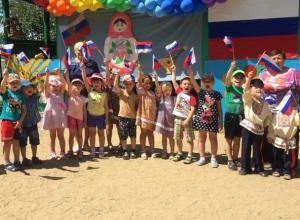 Зажигательными танцами, хороводами и патриотичными песнями отпраздновали День России в детском саду «Колобок»