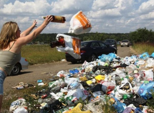 Жительница Морозовского района устроила свалку бытовых отходов