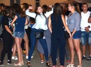 Молодежь зажигательно открыла новую танцплощадку под открытым небом в Морозовске