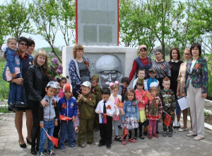 «Никто не забудет подвиг народа»: на митинге памяти собрались жители хутора Вишневка