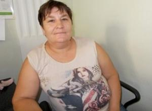 Мать сильно пострадавшей год назад на трассе морозовчанки обратилась к журналистам за помощью