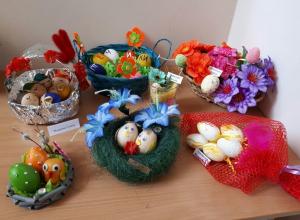 Воспитанники и родители детского сада «Жемчужинка» устроили целую галерею пасхальных поделок