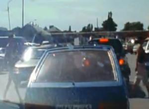 Видео с безбашенными пешеходами в центре Морозовска попало в Сеть