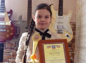 9-летняя гитаристка из Морозовска Алина Цуканова стала призером областного фестиваля