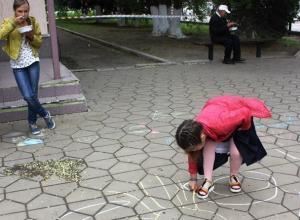 Письмо в редакцию: Дети рисовали символы мира и Победы и ели солдатскую кашу в Морозовске