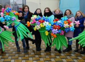 Праздничная акция «Дарите женщинам цветы!» прошла в Морозовске 8 марта