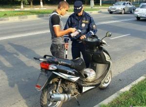 Две самые распространенные ошибки мотоциклистов и мопедистов назвал начальник отдела ГИБДД в Морозовске
