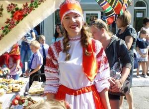 Торговали, зазывали, шутили: в лучшей казачьей школе России прошла традиционная ярмарка