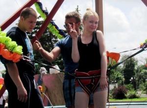 Морозовчане отметили День города прыжками на трапеции и прогулками с белочкой и конем
