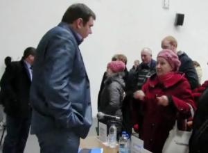 Надо заключить договор, вызвать машину и вывезти, -  Павел Асташев разъяснил морозовчанам ситуацию с крупногабаритным мусором