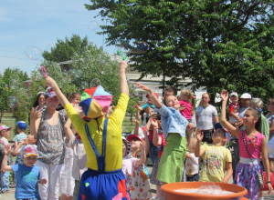 Празднование Дня города началось с детской игровой программы
