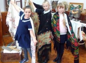 Предметы быта казаков станицы Таубевской заинтересовали третьеклассников в музее Морозовска
