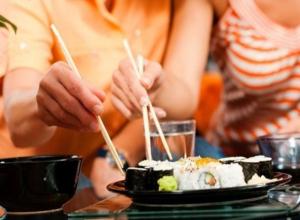 Идеальный романтический ужин: 14 февраля закажите любимые роллы от «Тако» себе домой