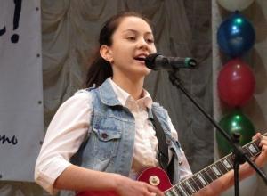 Пронзительные выступления конкурса «Гвоздики Отечества» в Морозовске попали на видео