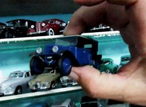 Первый советский автомобиль и «чёрный воронок» показал на видео коллекционер в Морозовске