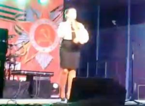 Появились видео с выступлениями вокальной группы «Виктория» на День Победы в Морозовске