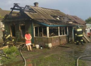 Мощный разряд молнии лишил семью с детьми дома в Морозовске