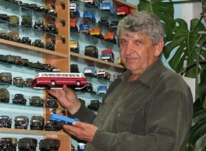 Самую большую коллекцию автомобилей в Морозовске показал на видео Николай Скоробогаткин